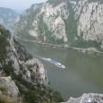 Po J. Cvijiću klisura se prostire od Bazijaša do Kladova i dužina je 130 km. Đerdapska klisura je najduža kompozitna dolina Evrope i sastoji se od 4 klisure koje razdvajaju, ograničavaju tri kotline. Nizvodno se ređaju Golubačka klisura, Ljupkovska kotlina, klisura Gospođin vir, Donjomilanovačka kotlina, klisura Kazan, Oršavska kotlina i Sipska klisura.